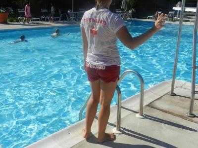 мы любили баловаться на бассейне=)все lifeguard'ы это делают