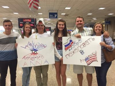 Принимающая семья встречает в аэропорту, фото Ани Е., 2016-17 учебный год, размещение штат Юта