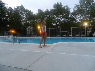 чистила бассейн до самого вечера после hurricane Irene.