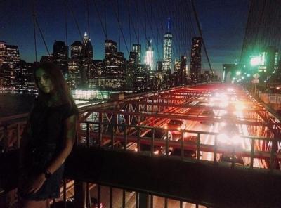 фото на Бруклинском мосту Кати Г. Участницы программы 2016-17 учебного года, размещение штат Индиана
