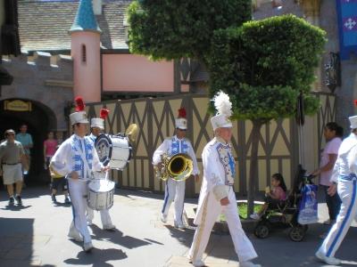 Парад в Диснейлэнде