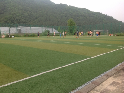 На футболе